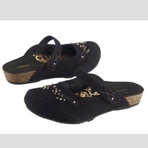 Super comfy cute studded black suede Aetrex clogs